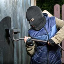 Защищаем гаражные ворота от взлома